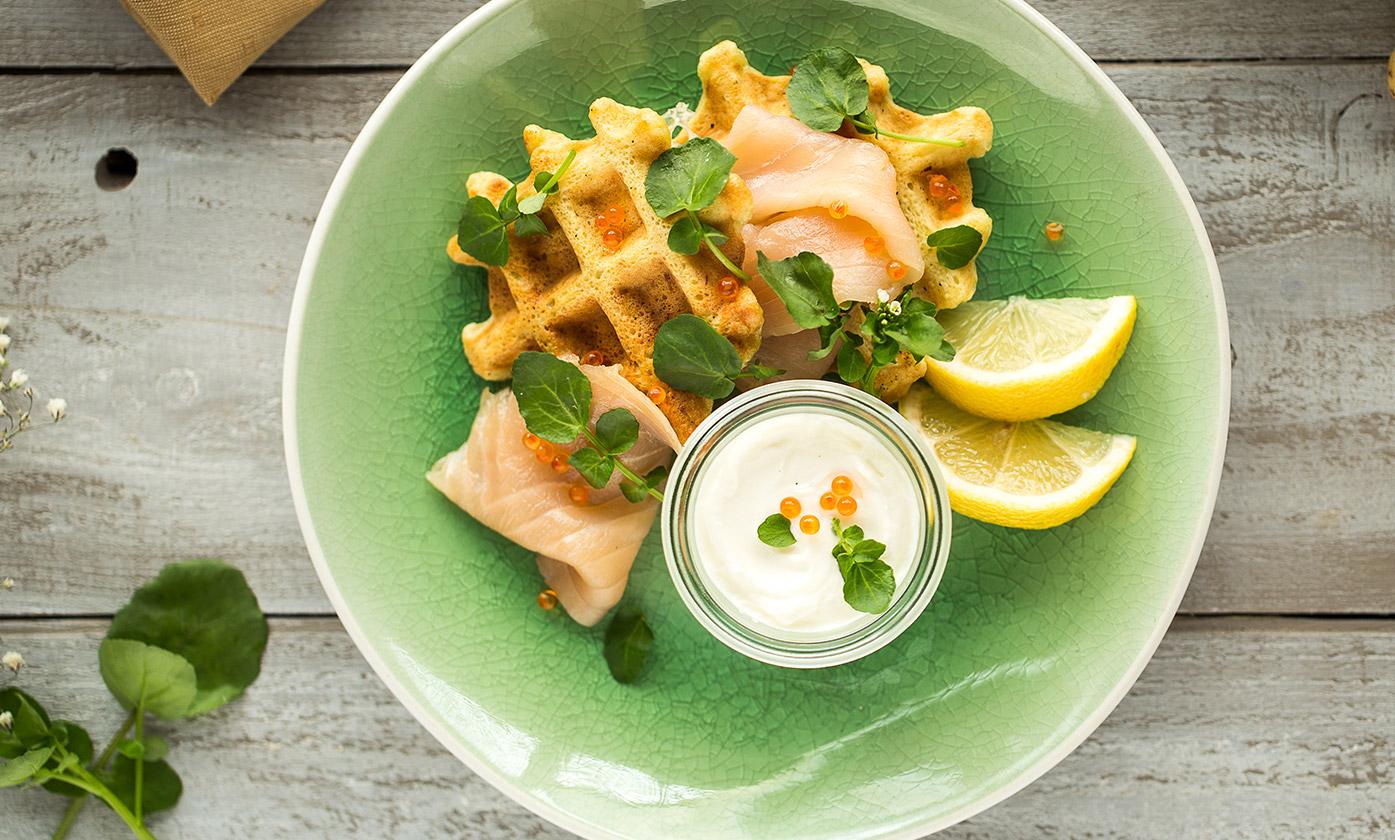 Gaufres de pommes de terre saumon fumé & pousses de cresson