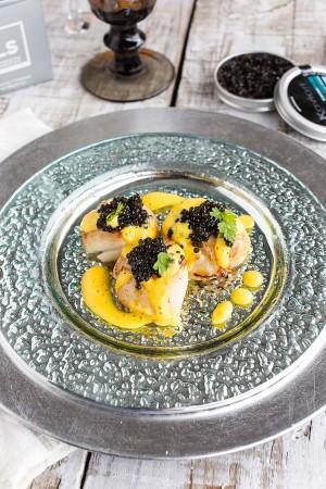 Saint-Jacques snackées au Caviar et émulsion de potiron