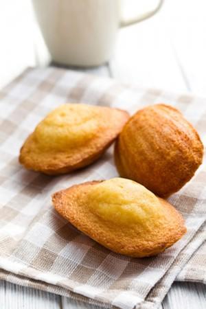 Madeleines abricots, pistaches et pignons