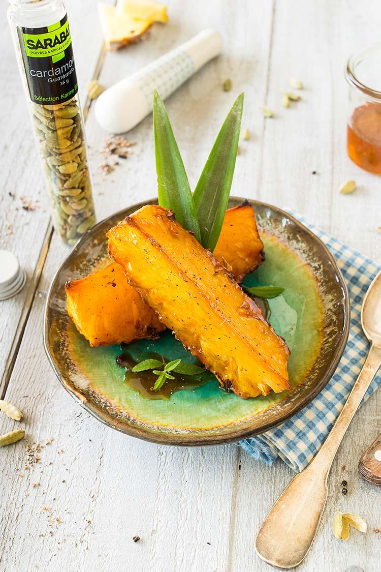 Ananas rôti au miel de montagne et à la cardamome