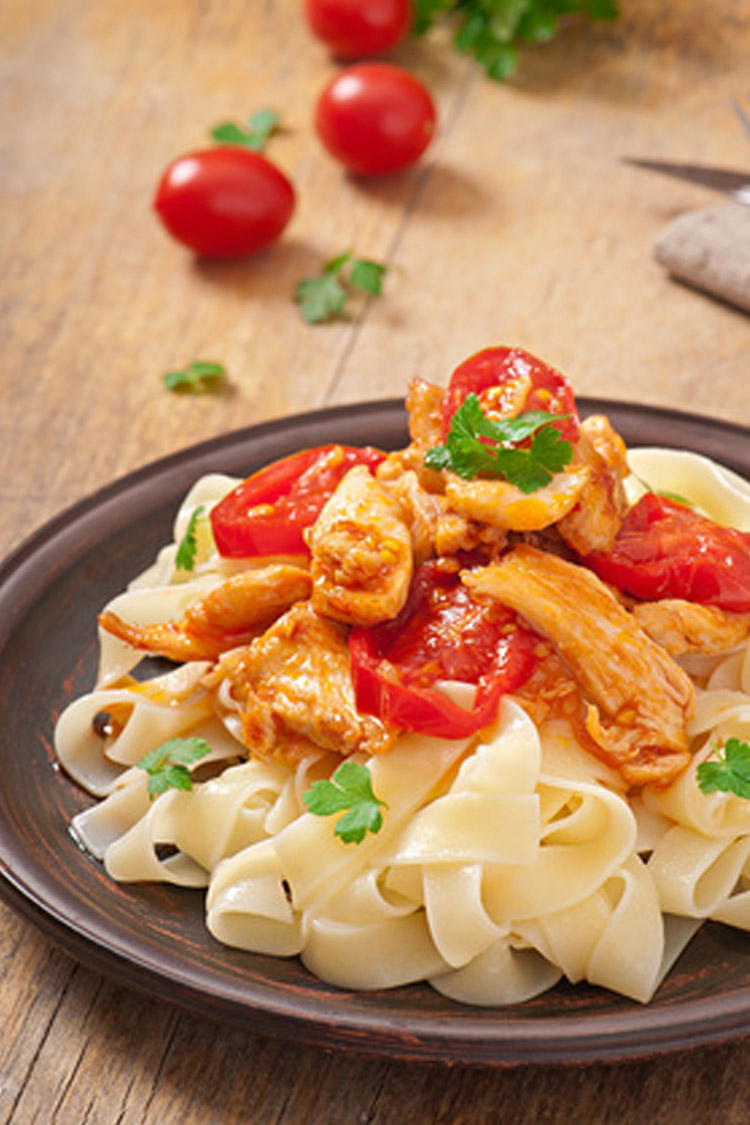 Tagliatelles au poulet et légumes d'été