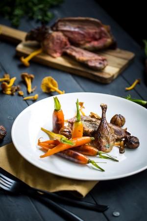 Colvert, champignons & chataignes au cognac, petites carottes glacées