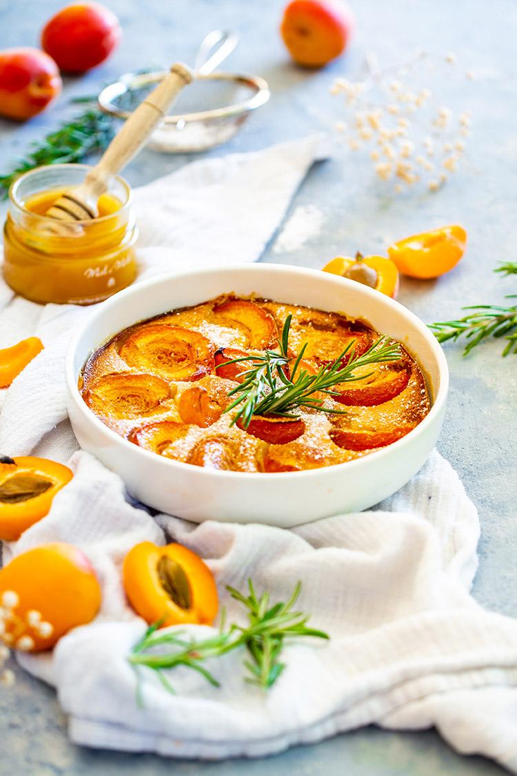 Clafoutis aux abricots et au miel de lavande du Lubéron