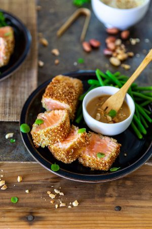 Saumon mi-cuit croustillant sauce cacahuète