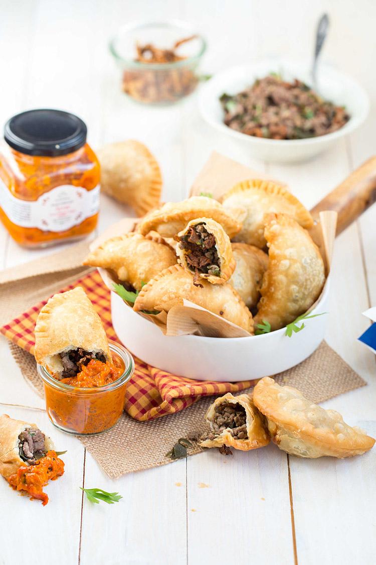 Empanadas au boeuf, girolles et algues kombu sauce Ajvar