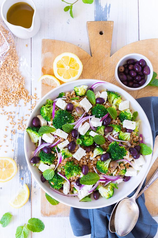 Salade de petit épeautre feta brocolis et olives