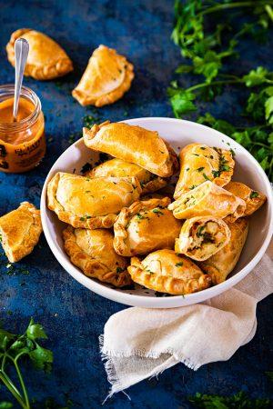 Empanadas pommes de terre sauce bravas