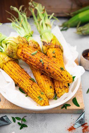 Épis de maïs grillé aux épices à barbecue