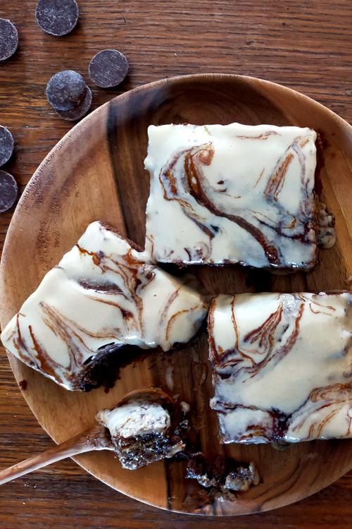 Brownie à la mélasse de caroube et au tahini